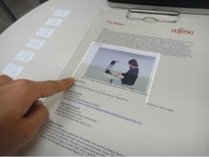 """Fujitsu desarrolla una tecnología que """"transforma"""" el papel en una pantalla táctil"""