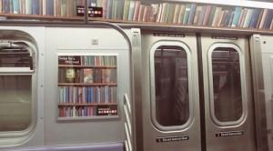 Una biblioteca virtual dentro del metro